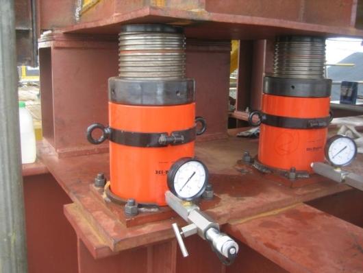 Hydraulisk løfteværktøj og transportvogne